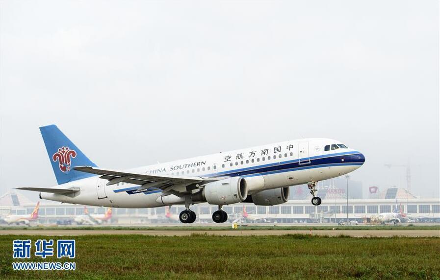 南方航空的飞机从海口美兰机场起飞